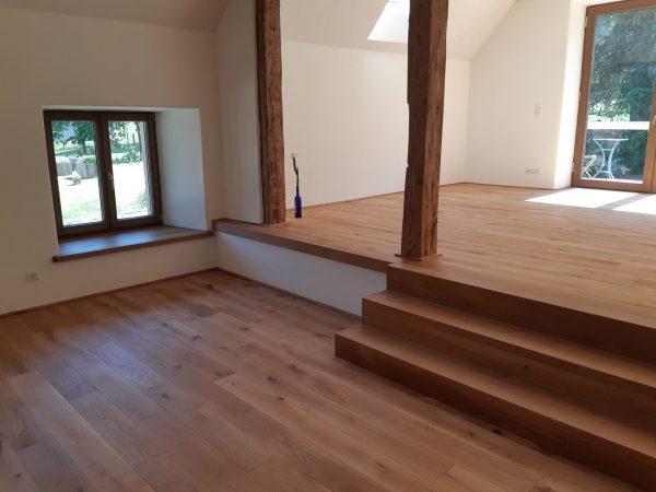 Escalier 2 quart tournant en chêne , marche ajusté à la forme du mur 06