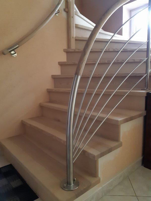 Revêtement en frêne, escalier 2 quart tournant avec gardes-corps bois-inox