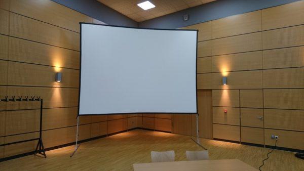 Ecran géant cinéma / 4m x 3m sur pied à louer !