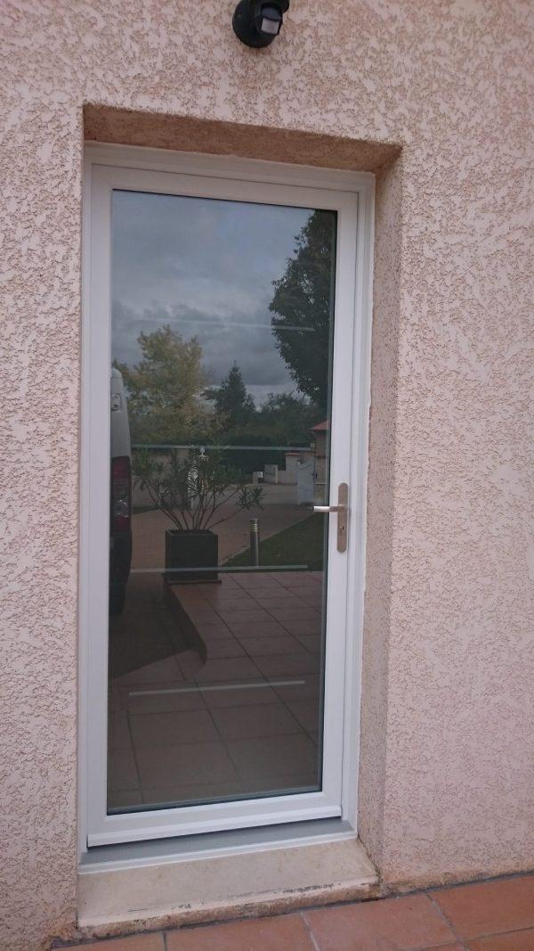 porte d'entrée aluminium vitrée