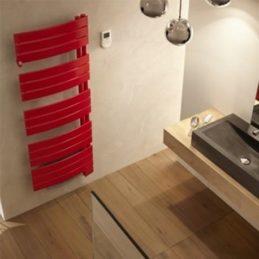 sèche-serviettes rouge salle de bain