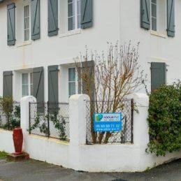 mise_en_place_volet_battant_sur_mesure_alu_aluminum_bois_pvc_biarritz_maison_pays_basque